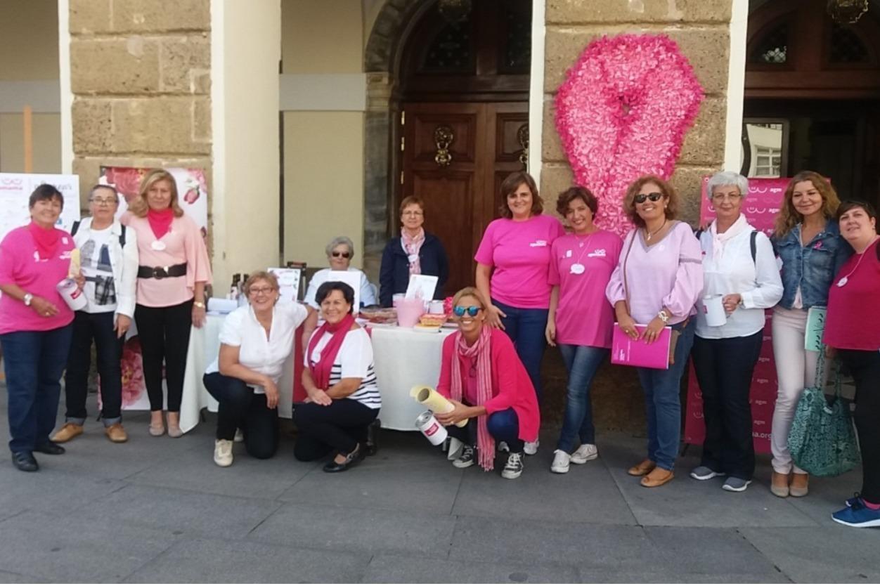 Celebración del día del cáncer de mama por AGAMAMA