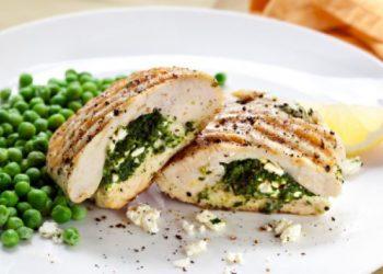 Pechuga de pollo rellena de espinacas y queso ricotta
