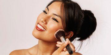 Como elegir la base de maquillaje para evitar el efecto máscara