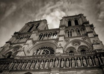 """""""Nous sommes désolés, Notre-Dame de Paris prie pour nous"""""""