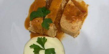 Pastel de merluza y langostinos en su salsa