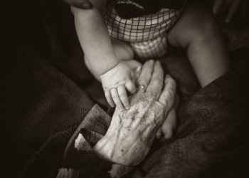 Deshumanización de la vida y muerte de nuestros mayores